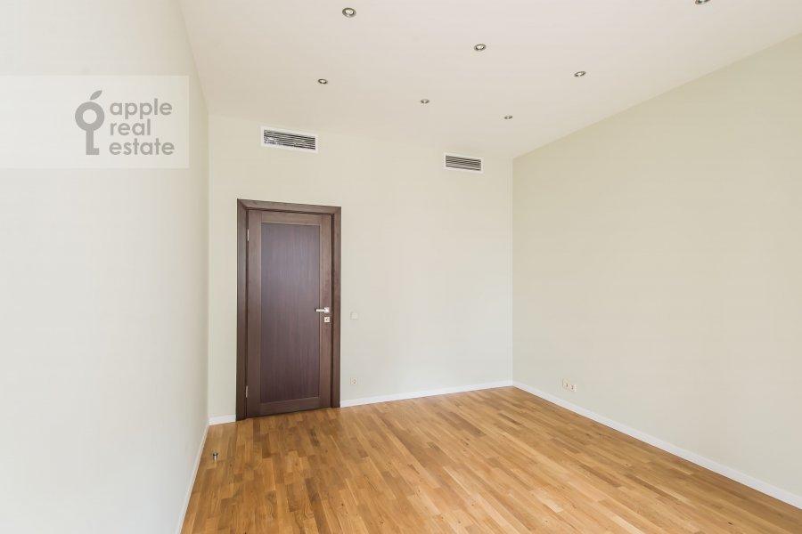 Bedroom of the 3-room apartment at Ruzheynyy pereulok 3