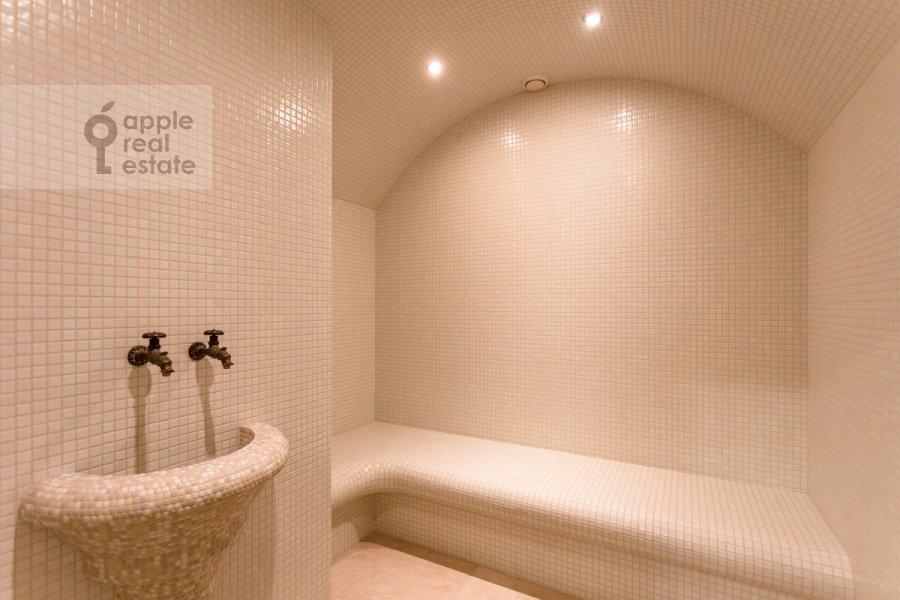 Bathroom of the 4-room apartment at Shvedskiy tupik 3