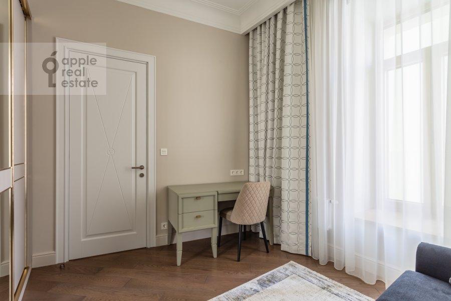 Детская комната / Кабинет в 4-комнатной квартире по адресу Большая Полянка ул 44