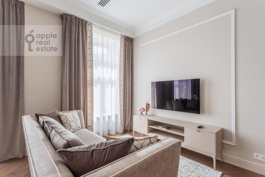 Гостиная в 4-комнатной квартире по адресу Большая Полянка ул 44