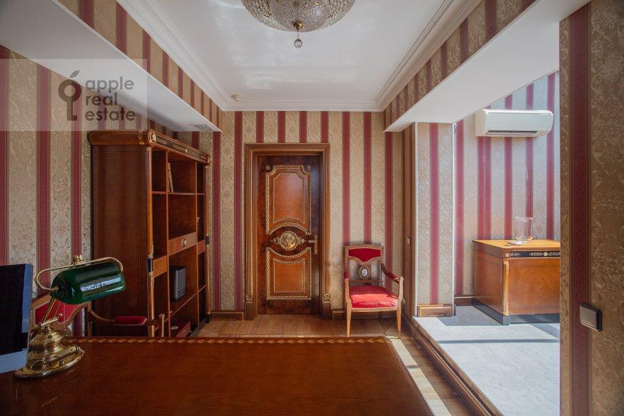 Children's room / Cabinet of the 6-room apartment at Trubnaya ulitsa 23K2