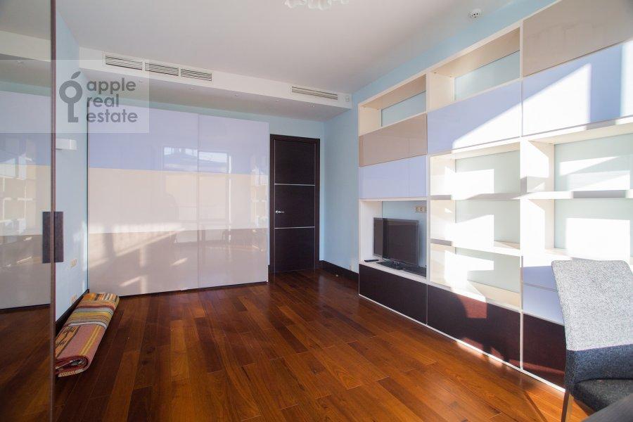 Children's room / Cabinet of the 3-room apartment at Kazarmennyy pereulok 3