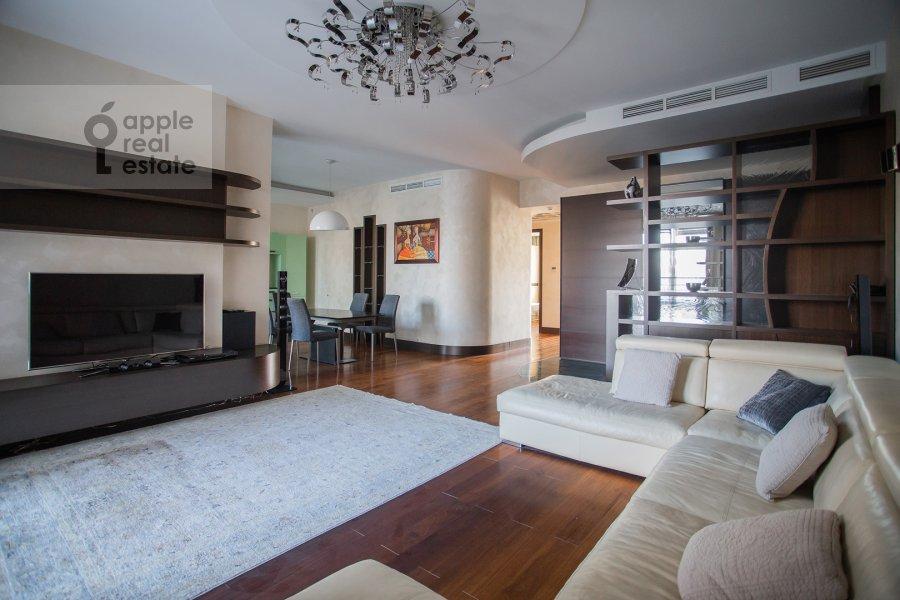 Living room of the 3-room apartment at Kazarmennyy pereulok 3