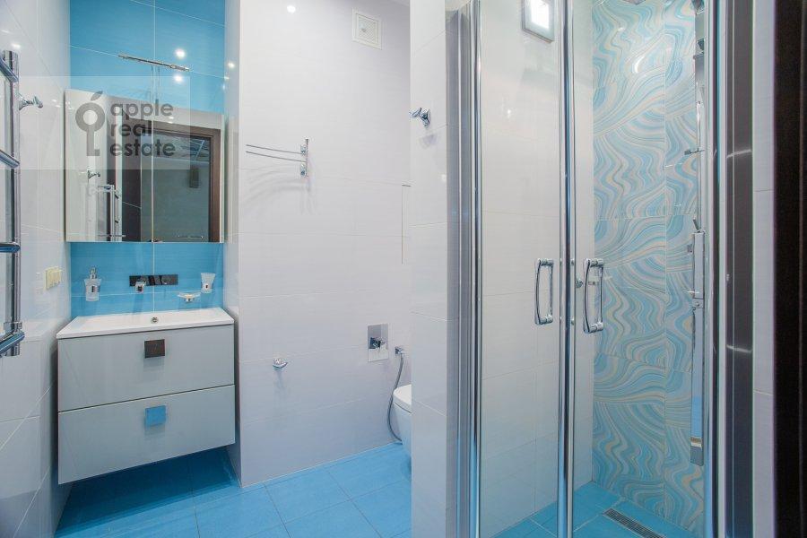Bathroom of the 3-room apartment at Kazarmennyy pereulok 3