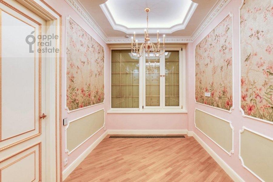 3-room apartment at 1-ya ulitsa Mashinostroeniya 10