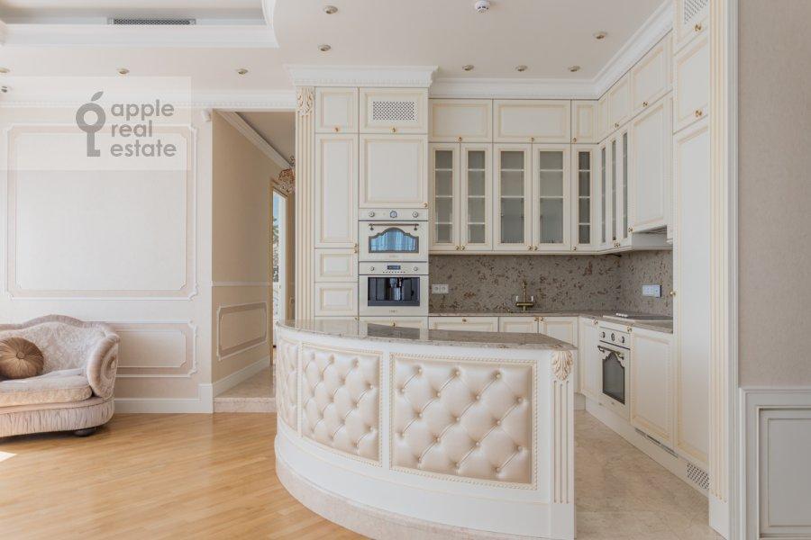 Кухня в 4-комнатной квартире по адресу 1-я улица Машиностроения 10