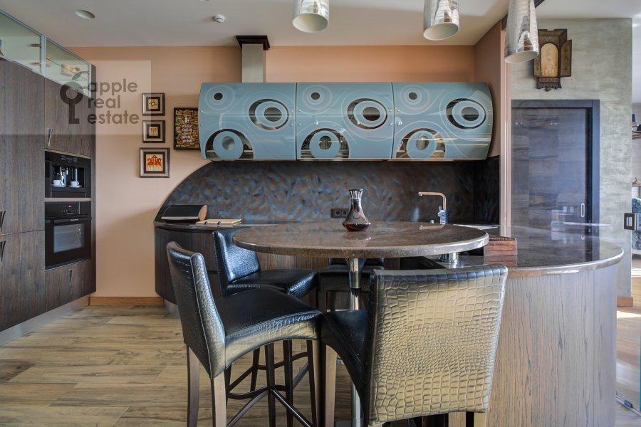 Kitchen of the 5-room apartment at Mosfil'movskaya ulitsa 8
