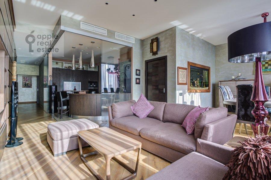 Living room of the 5-room apartment at Mosfil'movskaya ulitsa 8