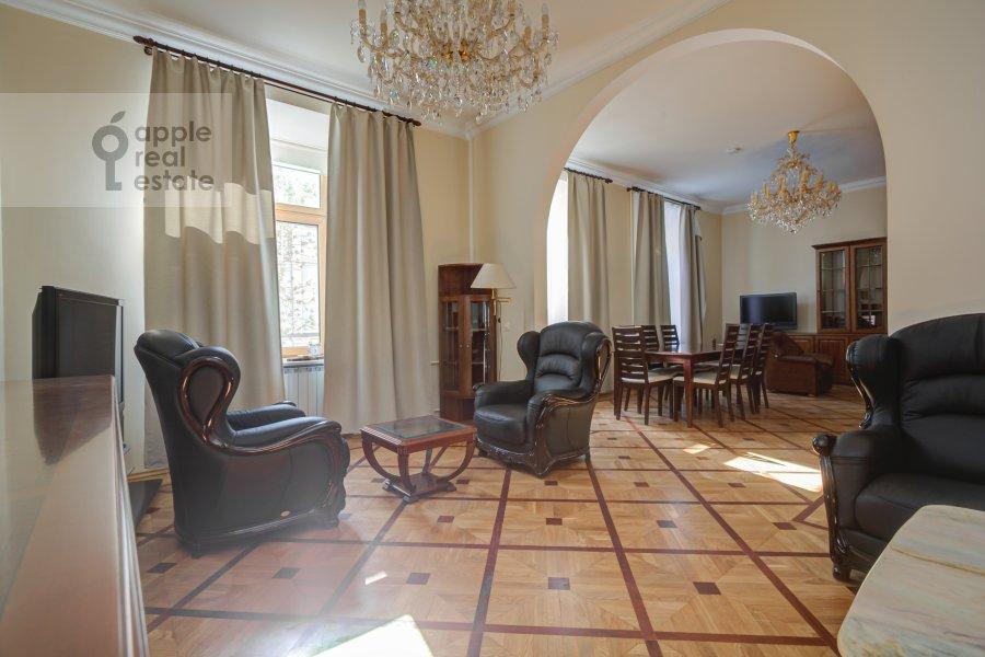 Гостиная в 4-комнатной квартире по адресу Петровский переулок 5С7