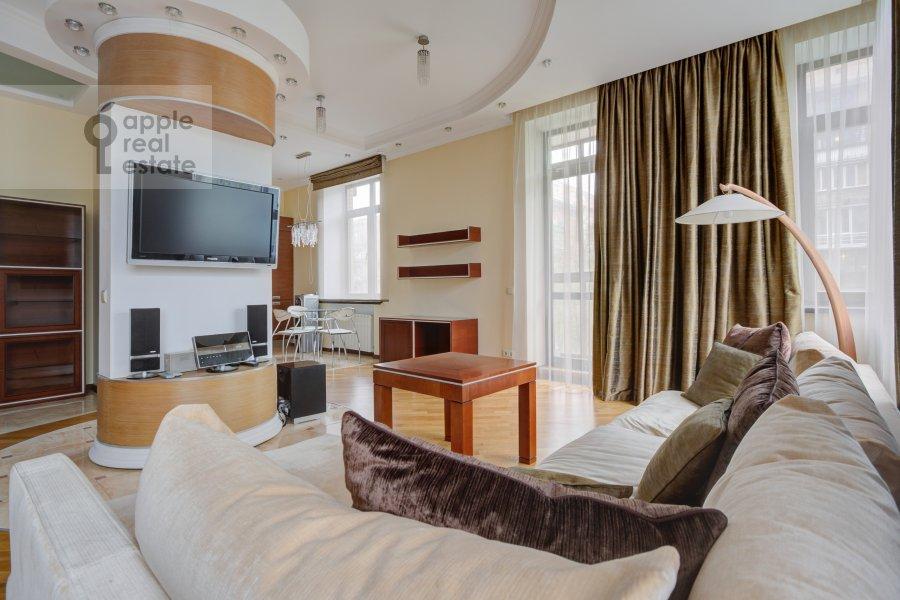 Гостиная в 3-комнатной квартире по адресу Пырьева 2
