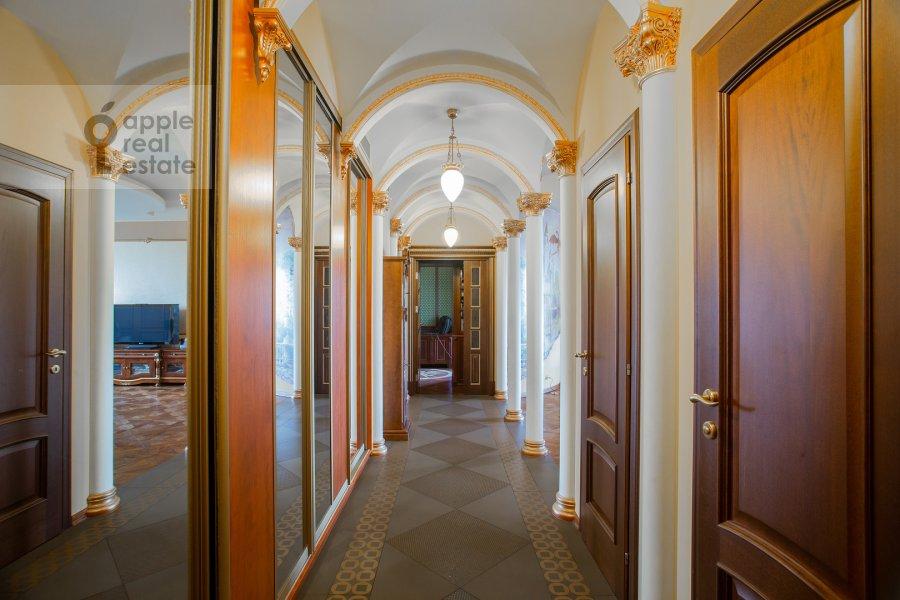 Corridor of the 5-room apartment at Udal'tsova 81