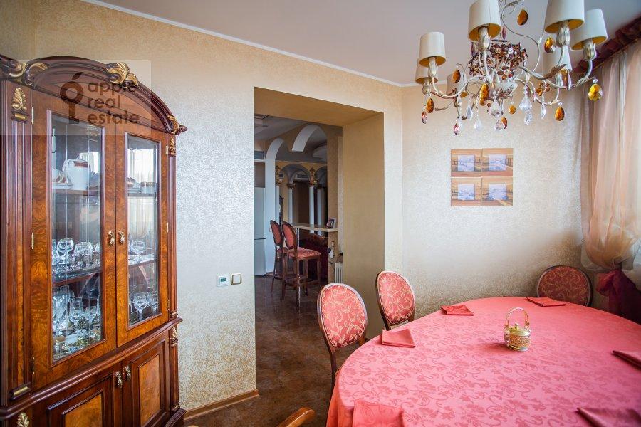 Kitchen of the 5-room apartment at Udal'tsova 81
