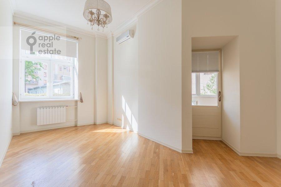Спальня в 4-комнатной квартире по адресу Милютинский пер. 3