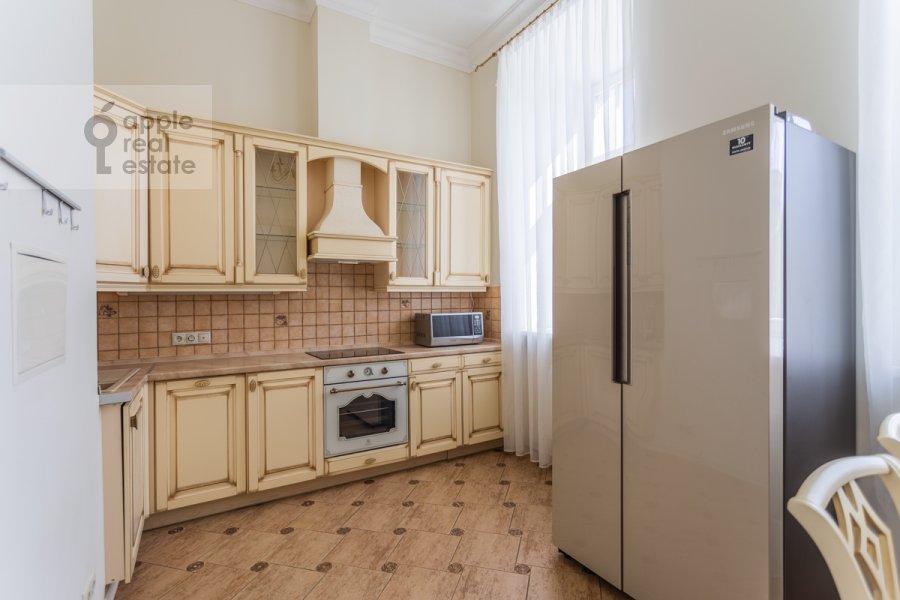 Кухня в 4-комнатной квартире по адресу Милютинский пер. 3