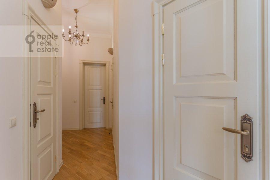 Коридор в 4-комнатной квартире по адресу Милютинский пер. 3