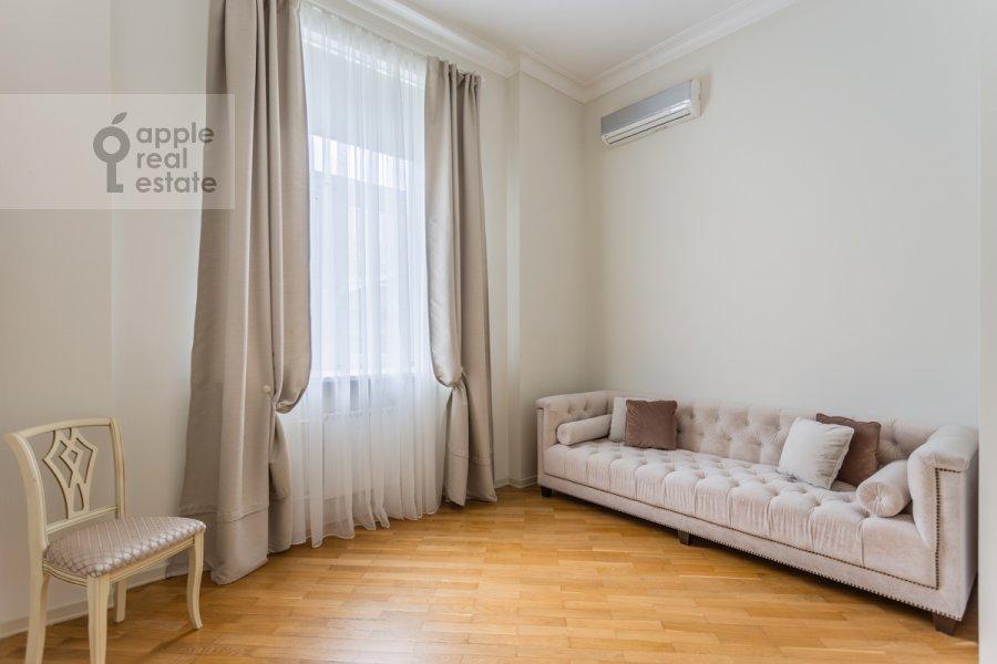 Детская комната / Кабинет в 4-комнатной квартире по адресу Милютинский пер. 3
