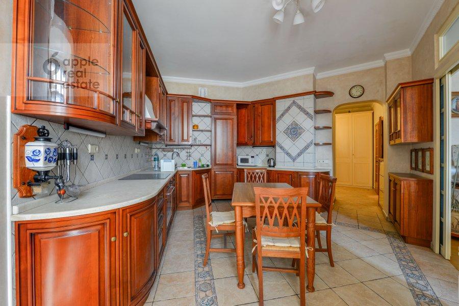 Кухня в 4-комнатной квартире по адресу Зоологическая улица 30С2