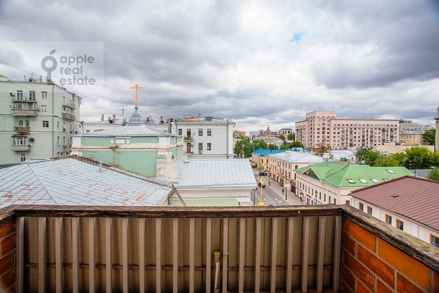 Вид из окна в 4-комнатной квартире по адресу улица Покровка 11