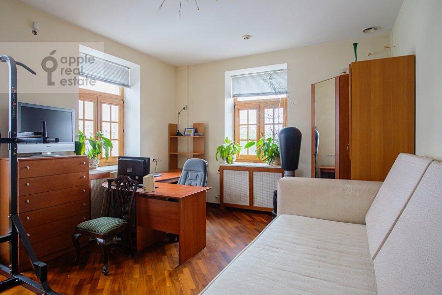 Детская комната / Кабинет в 4-комнатной квартире по адресу улица Покровка 11