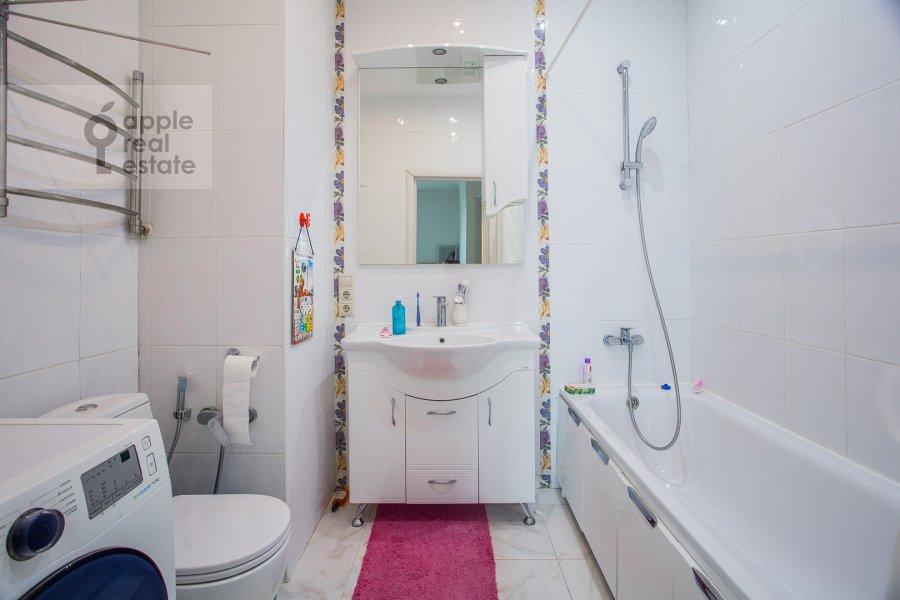 Bathroom of the 3-room apartment at Kronshtadtskiy bul'var 6 k3