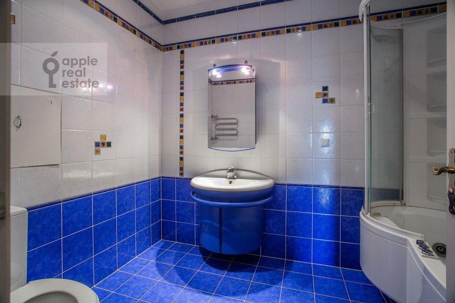 Bathroom of the 4-room apartment at Minskaya ulitsa 1B