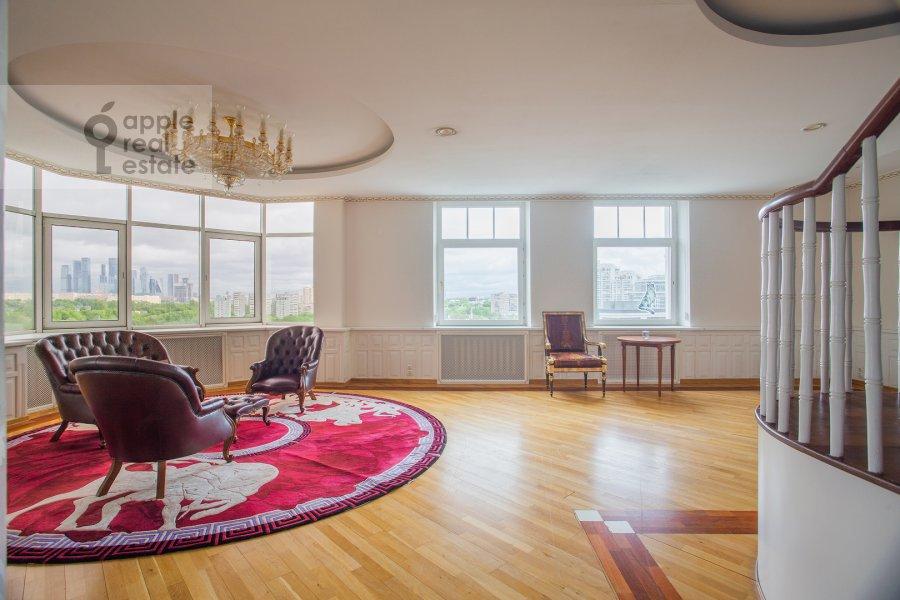 Living room of the 4-room apartment at Minskaya ulitsa 1B