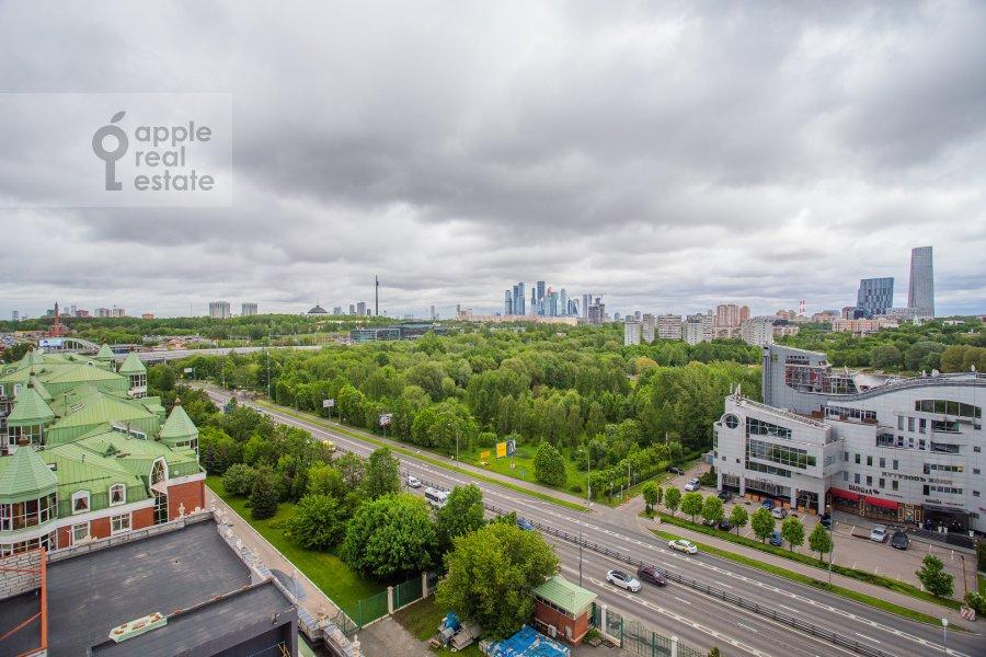 View from the window of the 4-room apartment at Minskaya ulitsa 1B