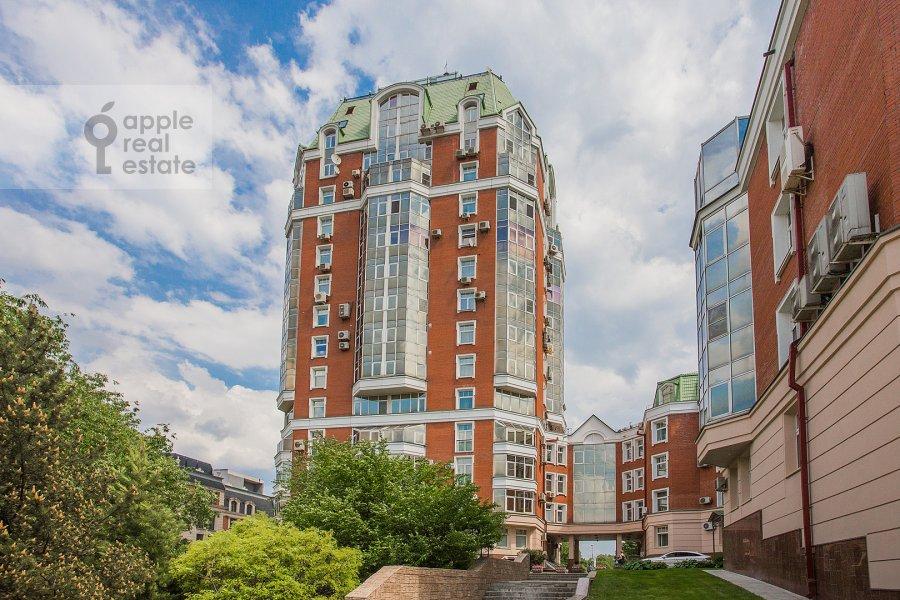 Photo of the house of the 4-room apartment at Minskaya ulitsa 1B