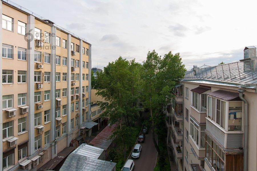 Вид из окна в 3-комнатной квартире по адресу Чистопрудный бульвар 12К2