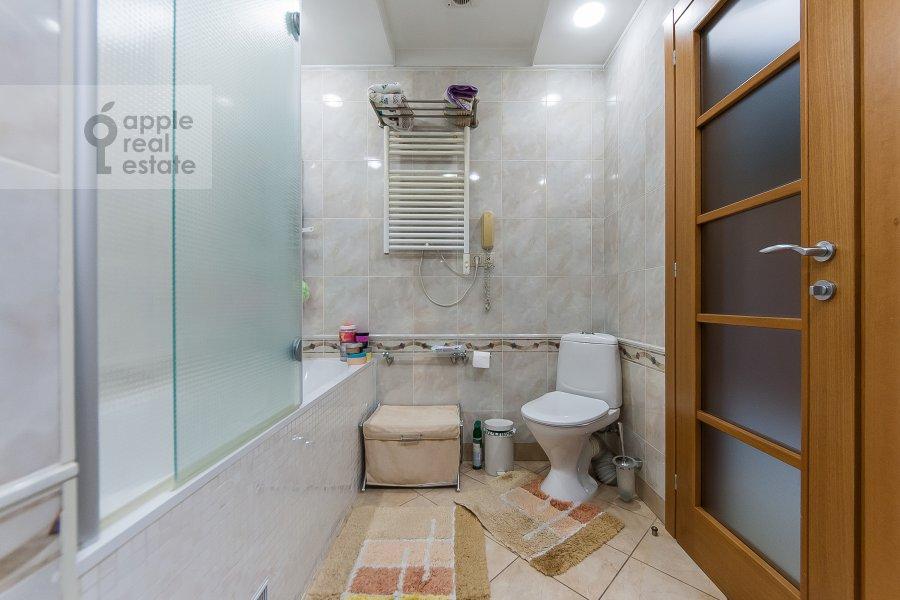 Санузел в 3-комнатной квартире по адресу Чистопрудный бульвар 12К2