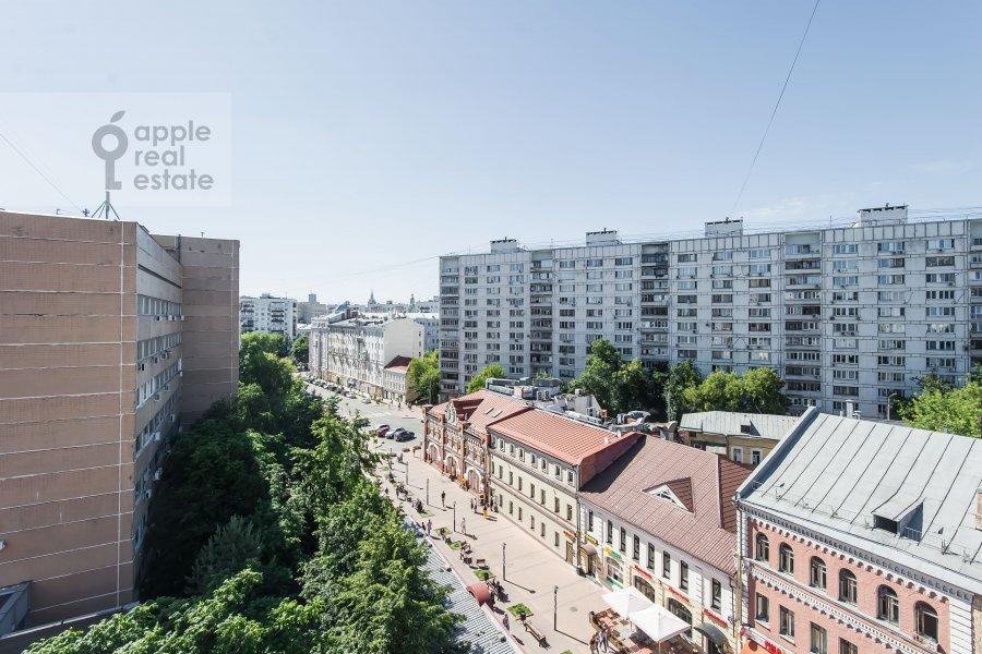 Вид из окна в 3-комнатной квартире по адресу Ладожская улица 8