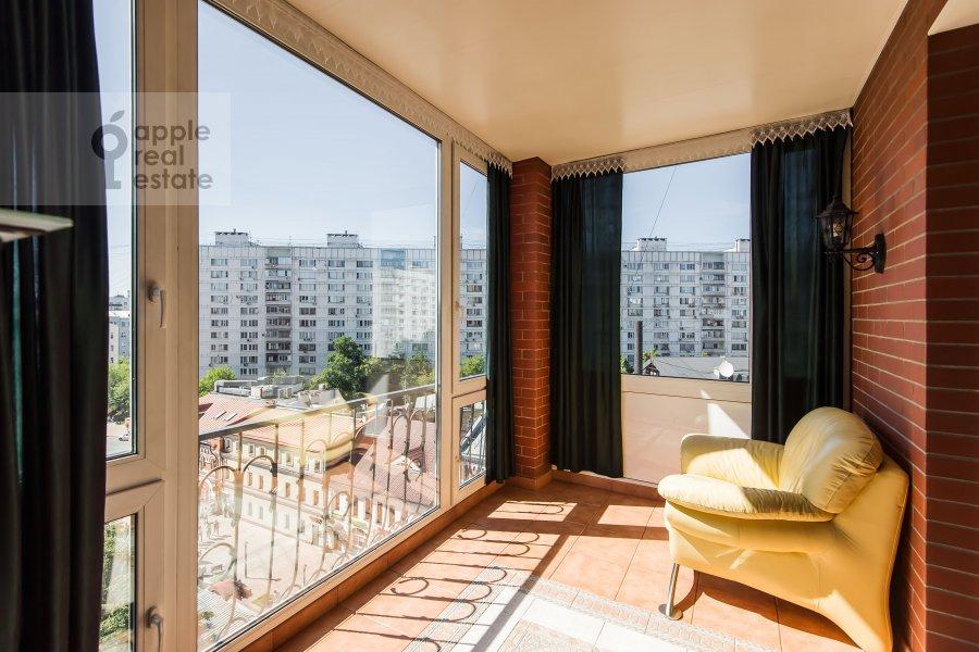 Балкон / Терраса / Лоджия в 3-комнатной квартире по адресу Ладожская улица 8