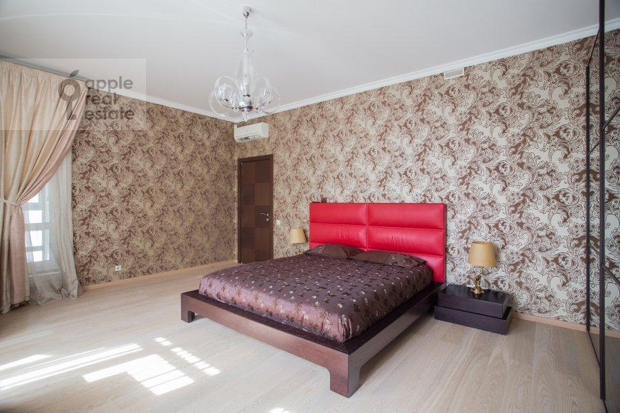 Bedroom of the 4-room apartment at Veskovskiy pereulok 3