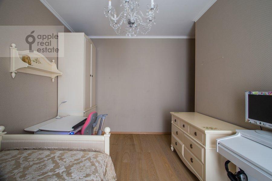 Children's room / Cabinet of the 4-room apartment at Veskovskiy pereulok 3