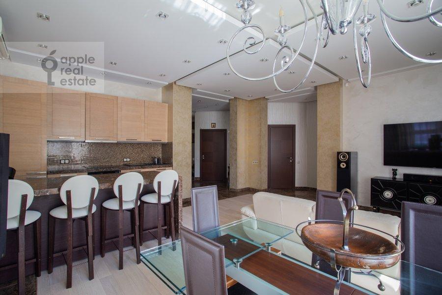 Living room of the 4-room apartment at Veskovskiy pereulok 3