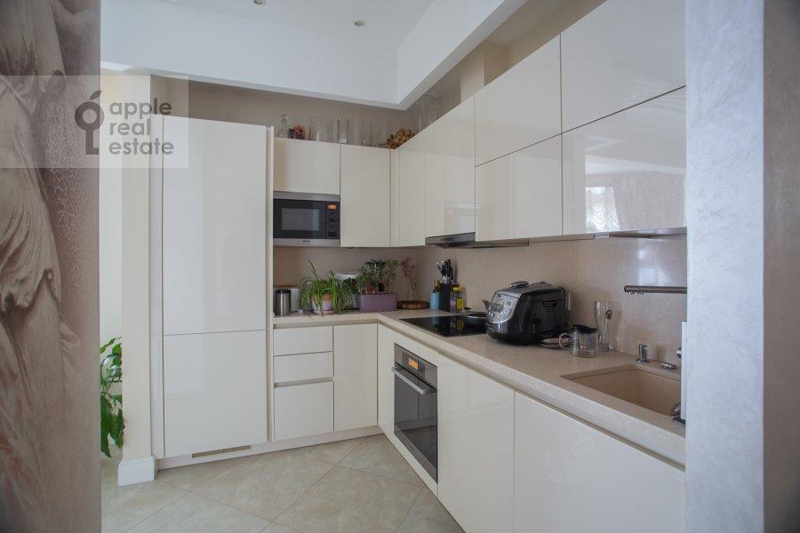 Кухня в 4-комнатной квартире по адресу Сосновая аллея 1