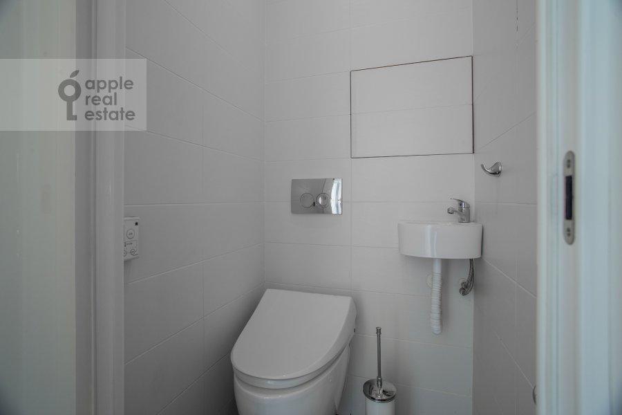 Санузел в 3-комнатной квартире по адресу Крутицкая набережная 13