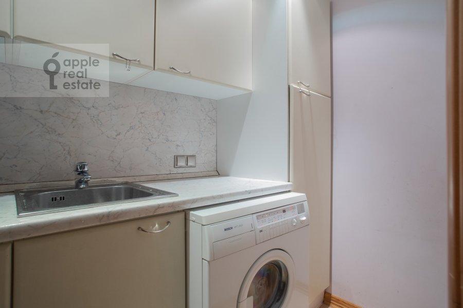 Walk-in closet / Laundry room / Storage room of the 5-room apartment at Zoologicheskaya ulitsa 28S2