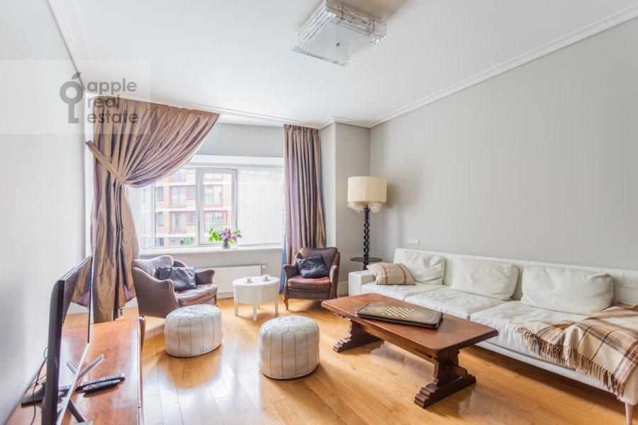 Гостиная в 3-комнатной квартире по адресу Озерковская набережная 26