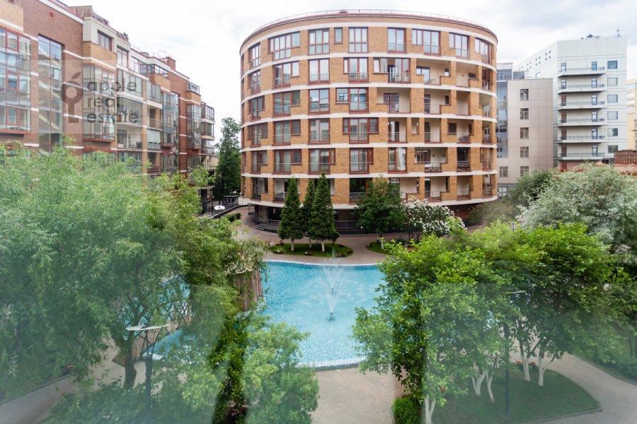 Вид из окна в 3-комнатной квартире по адресу Озерковская набережная 26