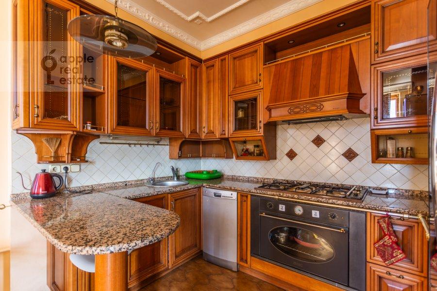 Кухня в 4-комнатной квартире по адресу Народная 13