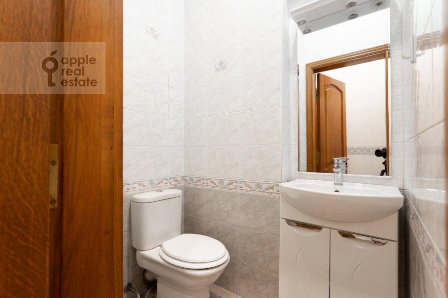 Санузел в 4-комнатной квартире по адресу Народная 13