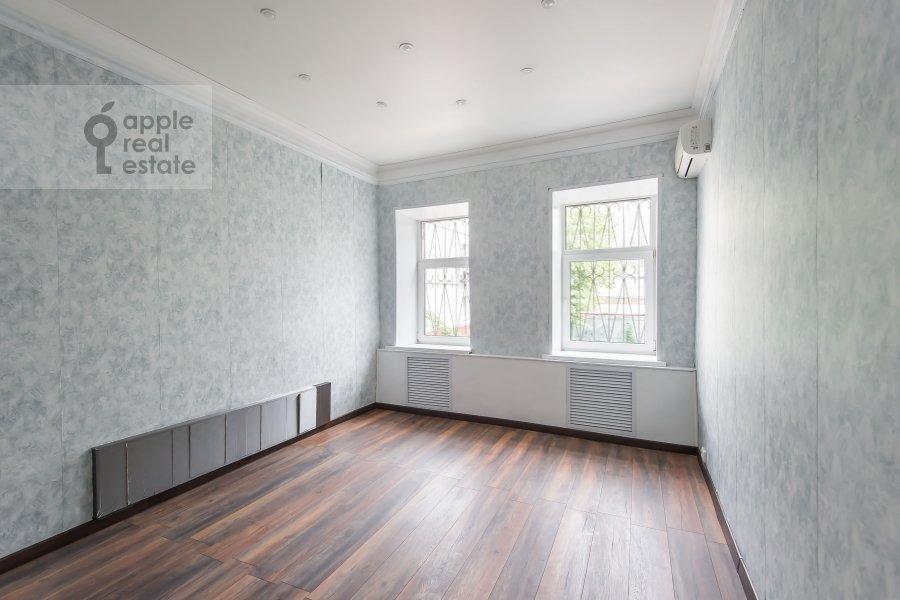 Bedroom of the 3-room apartment at Bol'shoy Patriarshiy pereulok 10