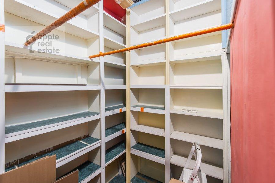 Walk-in closet / Laundry room / Storage room of the 3-room apartment at Bol'shoy Patriarshiy pereulok 10