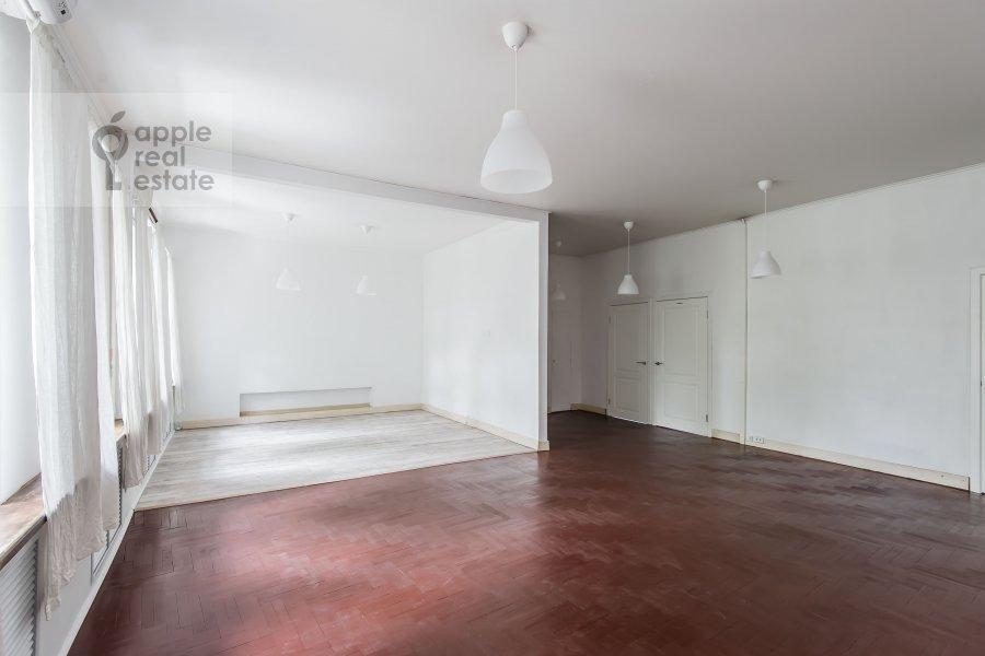 Living room of the 3-room apartment at Bol'shoy Patriarshiy pereulok 10