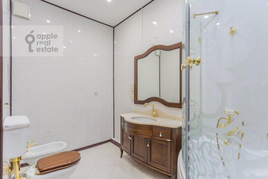 Bathroom of the 3-room apartment at Golikovskiy pereulok 5
