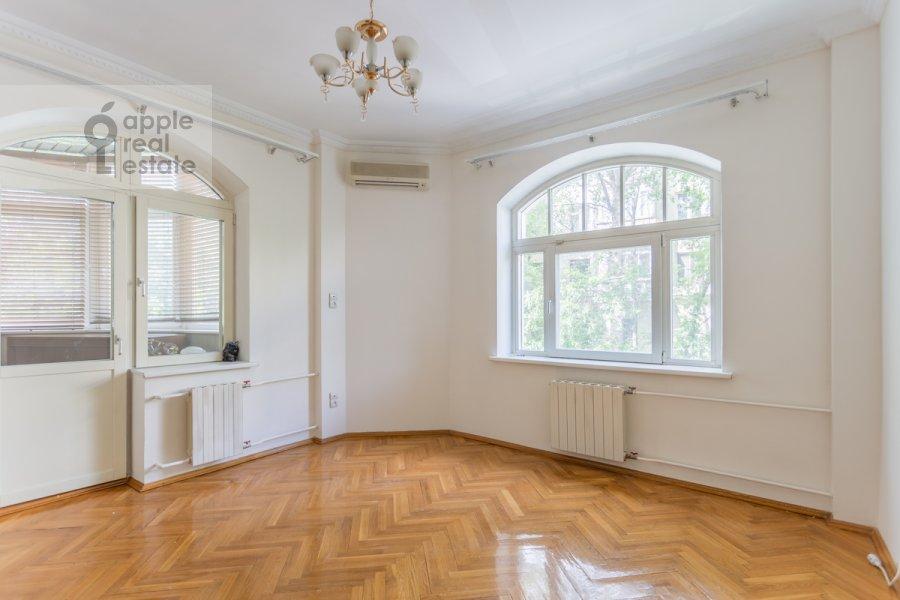Bedroom of the 3-room apartment at Golikovskiy pereulok 5