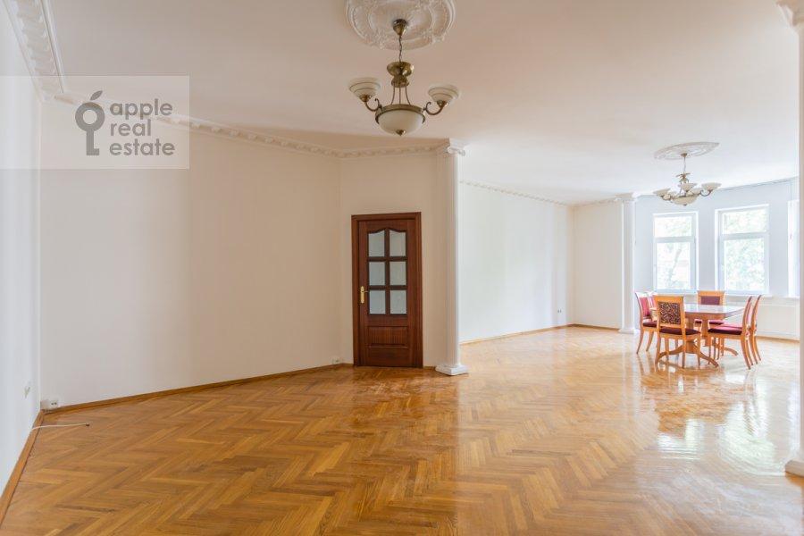 Living room of the 3-room apartment at Golikovskiy pereulok 5
