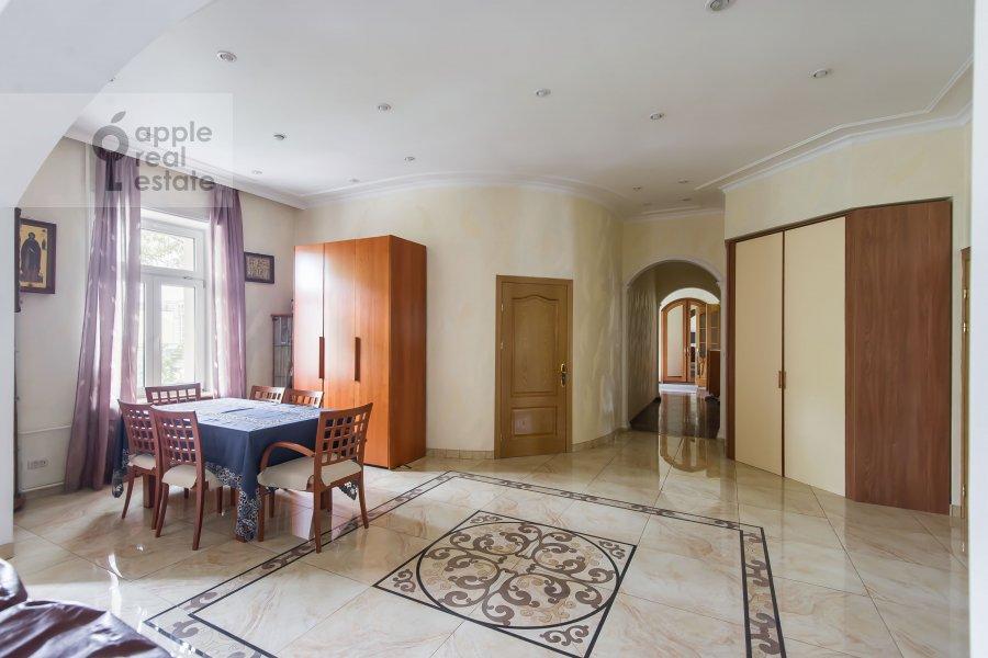Corridor of the 4-room apartment at Petrovskiy pereulok 1/30s1