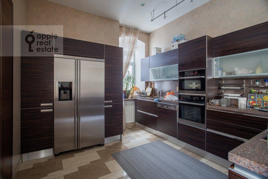 Кухня в 5-комнатной квартире по адресу Покровка 42с6